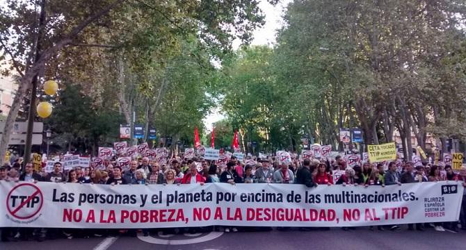 20.000 personas se manifiestan en Madrid para exigir la paralización de los Tratados TTIP, CETA y TiSA